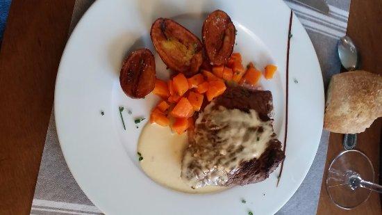 Chamery, Francja: l'assiette de Monsieur ( je ne sais plus ce qu'il avait prit dsl)