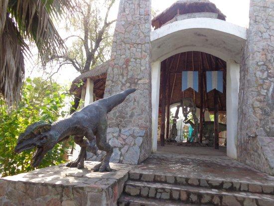 Famailla, Argentinien: Dinosaurios