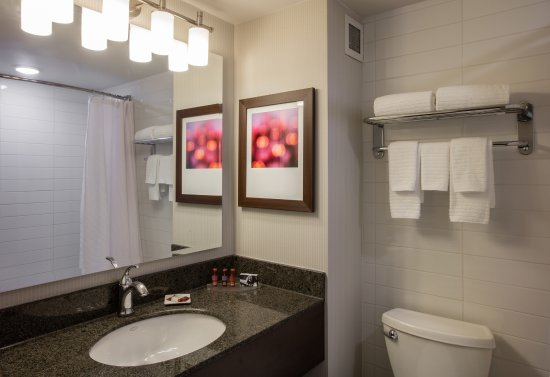 Delta Hotels by Marriott Beausejour: Bath