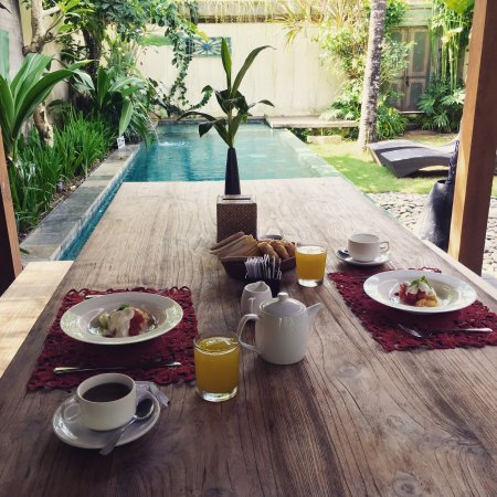 Luwak Ubud Villas: Lovely place with the friendliest staff who all know you by name. They are also so helpful in he
