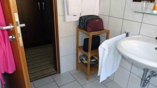 wanne mit duschwand - picture of hotel am hopfensee, fussen, Hause ideen