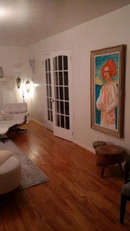 L'Orignal, Canadá: Paintings in the Lounge Room