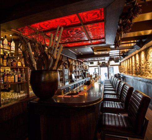 Design Stoelen Alkmaar.De Mooie Bar Van Cafe Paters Vaetje Met Comfortabele Bar Stoelen