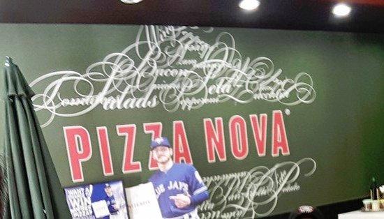 Lindsay, Canadá: New location - Pizza Nova - Interior