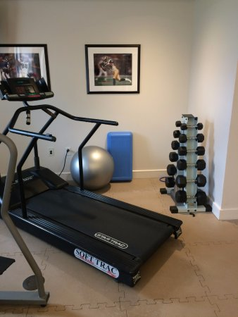 Charles F. Knight Executive Education & Conference Center : Fitness center -weights only to 30 lb