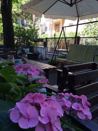 Villa Mirna: Si può anche fare colazione fuori