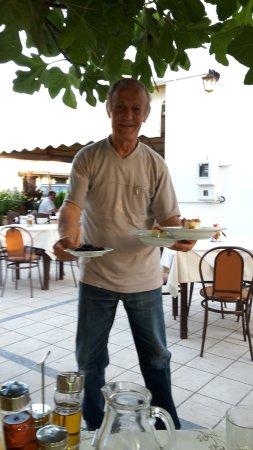 Theritas Restaurant: der chef,Christo