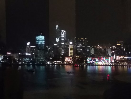 Harbour Grand Hong Kong: View of Victoria Harbour from lounge
