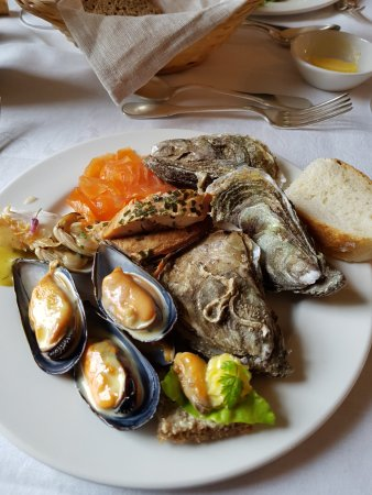 Shanagarry, Irlanda: This is small sample of seafood on the buffet