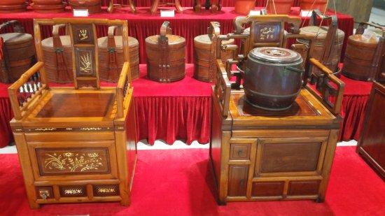 Fenghua, China: Туалеты дворян