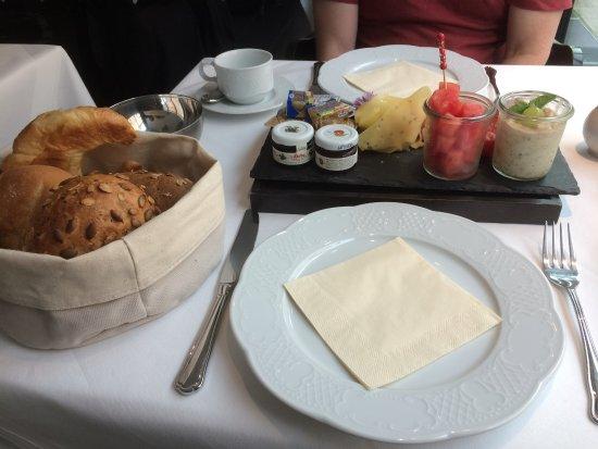 Hotel la maison: Wonderful breakfast.
