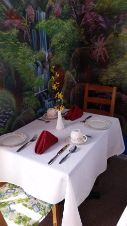 Glen Mhor B&B: Breakfast table waiting for you