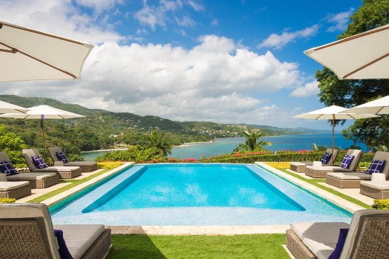Round Hill Hotel & Villas: View from Villa 20 Poolside