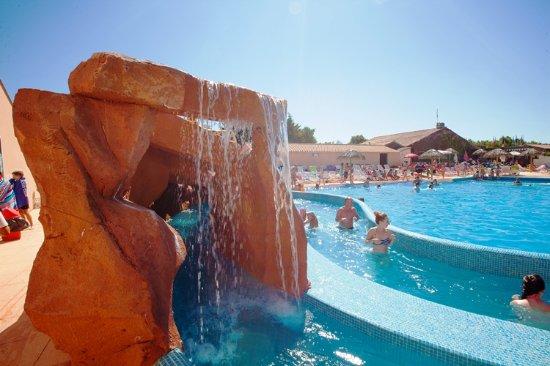 Grotte et rivi re piscine chauff e camping vendee for Camping avec piscine vendee