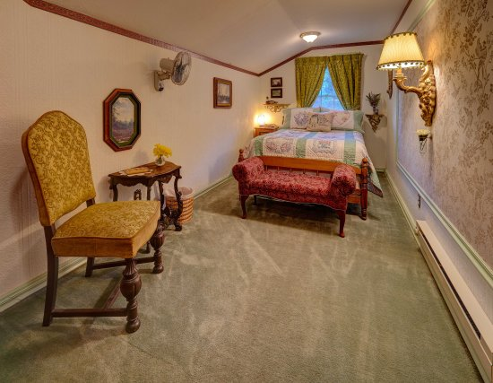 Westfir, OR: Cedar Room