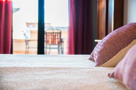 Hotel Dona Manuela : Detalle cama