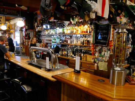 New Sydney Hotel Restaurant : A portion of the bar.