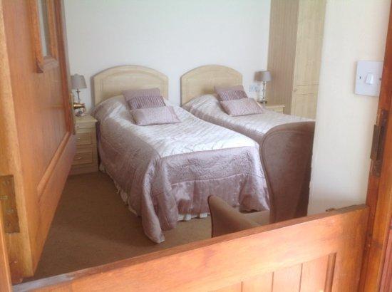 Thornton Lodge Farm B&B : Bedroom opening into Sun Lounge Sitting/Dining Area