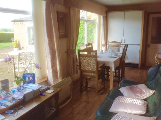 Thornton Lodge Farm B&B : Sitting/Dining Sun Lounge annexe to main house. Own entrance.