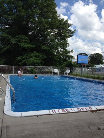 Auburn, NY: Pool is open June-September weather permitting