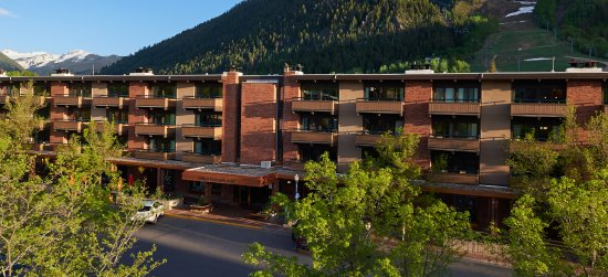Aspen Square Condominium Hotel: Summer Sunset exterior