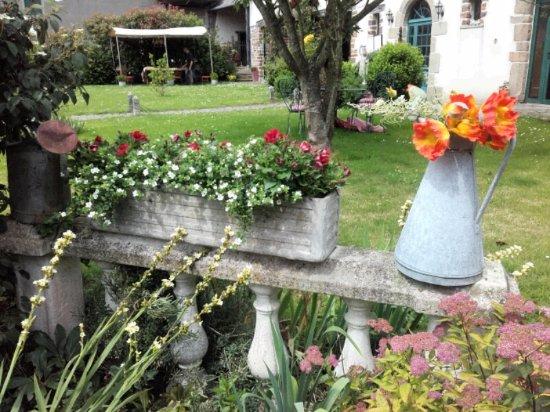 Cerences, Francia: devant l'entrée du restaurant