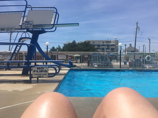 Attache Resort Motel: Pool closes early so get your fun in while you can!