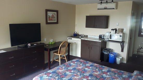 Fair Isle Motel: Puffin Pantry Kitchenette