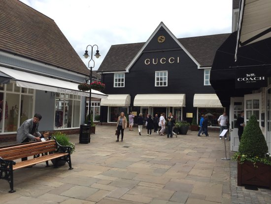 how to go to bicester village by train