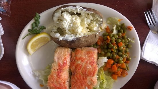 Peggy's Restaurant: Salmon dinner special