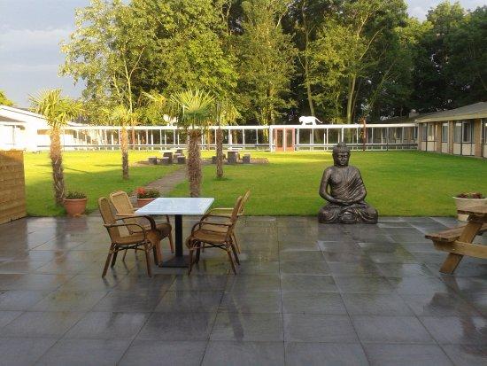 Aardenburg, Ολλανδία: zeer mooie binnen tuin maar je kan er enkel even rusten na de sauna