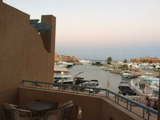The Captain's Inn: Sunset view from the balcony overlooking the marina and yachts parking there