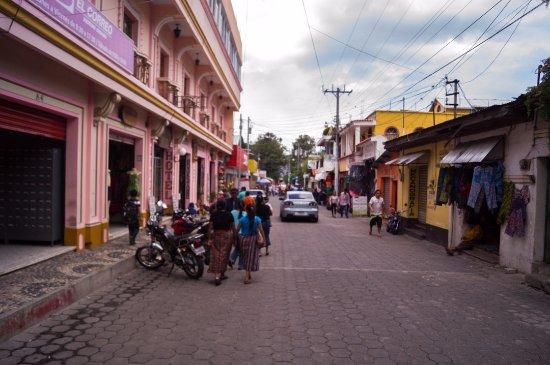 Hotel El Chaparral: Entrada desde la calle Santander