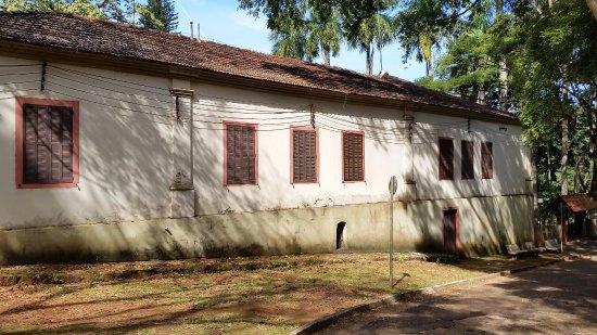 Coffee Museum: Vista externa, de fora do muro, sem acesso nem mesmo aos jardins