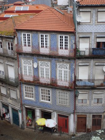 Mercure Porto Centro Hotel: Fachadas con los azulejos típicos de Oporto!