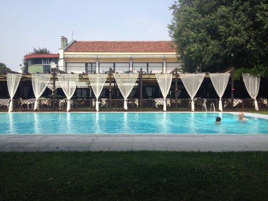 Hotel Sporting Brugherio : piscina