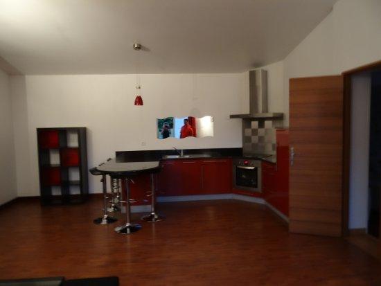 Saint-Desirat, Γαλλία: une petite idée d un des 2 gites cuisine avec 2 chambres