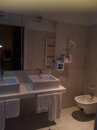 Bagno doppio lavabo   picture of blue relais, castelletto sopra ...