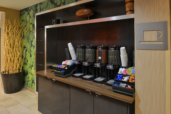 Courtyard by Marriott Rock Hill: Coffee Station
