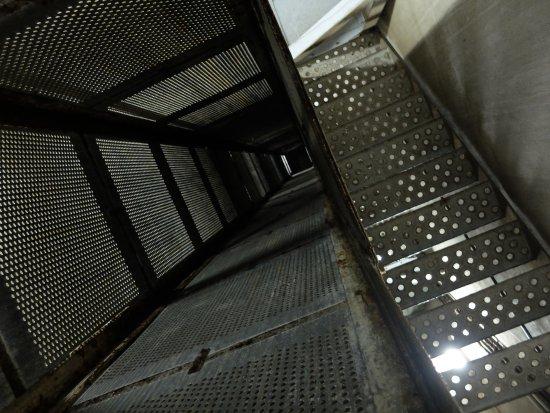 Eben-Emael, Belgium: Aufzugschacht im Inneren des Bunkers