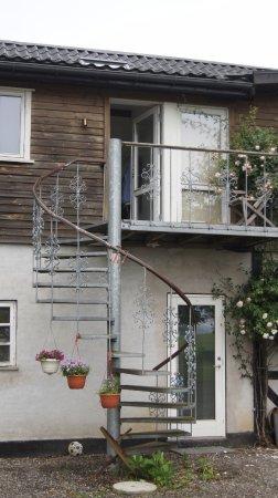 Sandved, Denmark: Læg mærke til skrugesvinge der holder trappen sammen