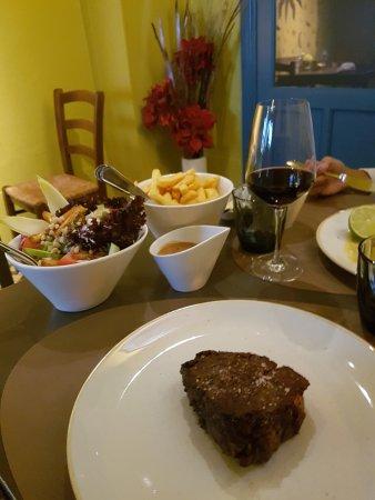 Restaurant-Bistro De Twijfelaar : steak (250gr) with vegetables and french fries