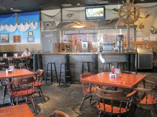 Poppy's Seafood Grille: Inside restaurant