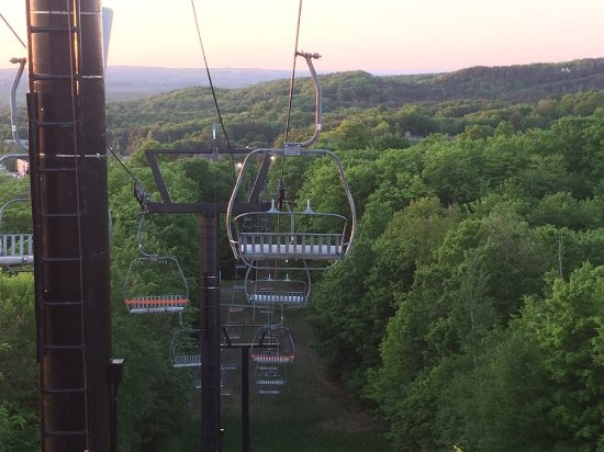 Carriage Hills Resort: Ski lift area