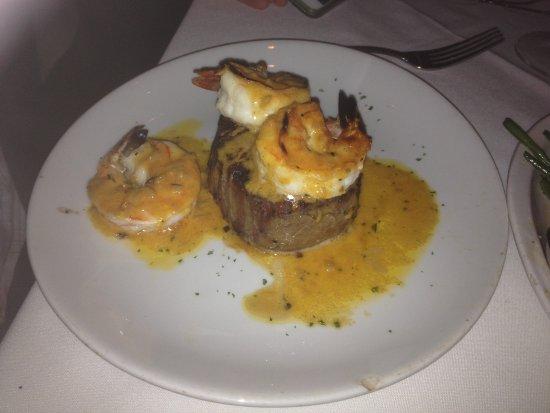 Fleming's Prime Steakhouse & Wine Bar: Filet mignon