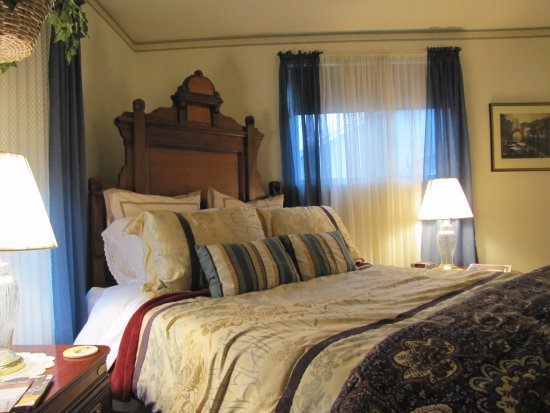 Davies House Bed & Breakfast and Extended Stay Inn : Dottie's East Lake Bed