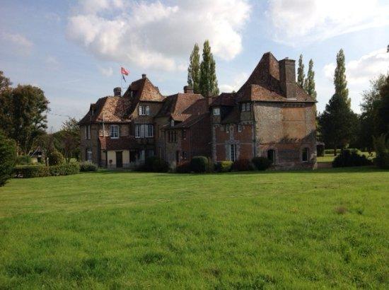 Ajou, France : le chateau
