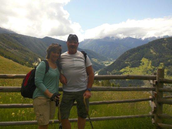 Op wandel in Fliess,mooie bergen de dalen maar voor het overige niets te doen.De bevolking is oo