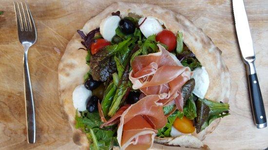 Regensdorf, Switzerland: Insalata Pizza
