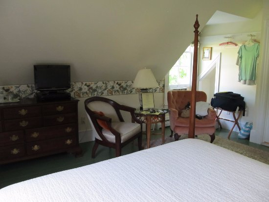 Twin Doors Bed & Breakfast: Burkehaven Room